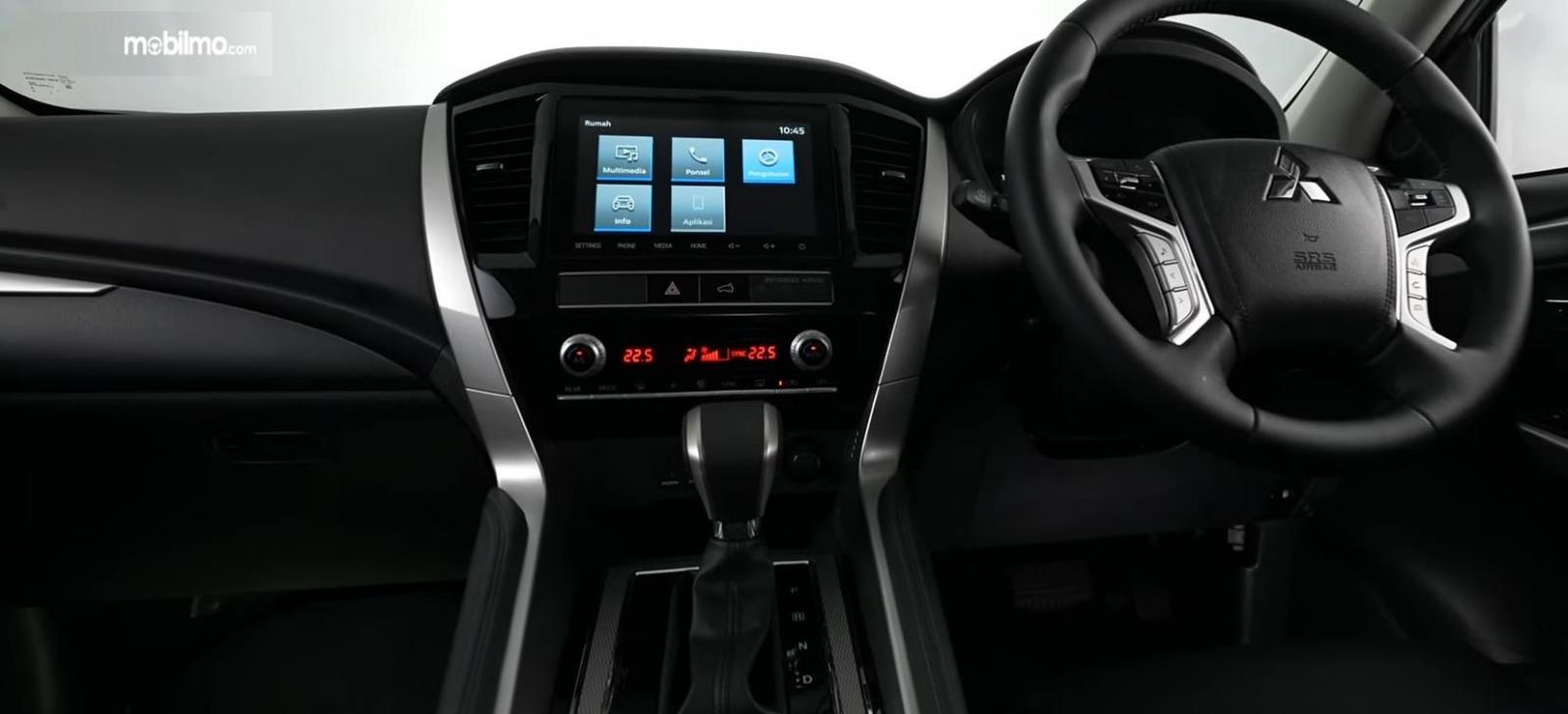 Gambar ini menunjukkan kemudi mobil Mitsubishi New Pajero Sport Dakar Ultimate 4x4 AT 2021