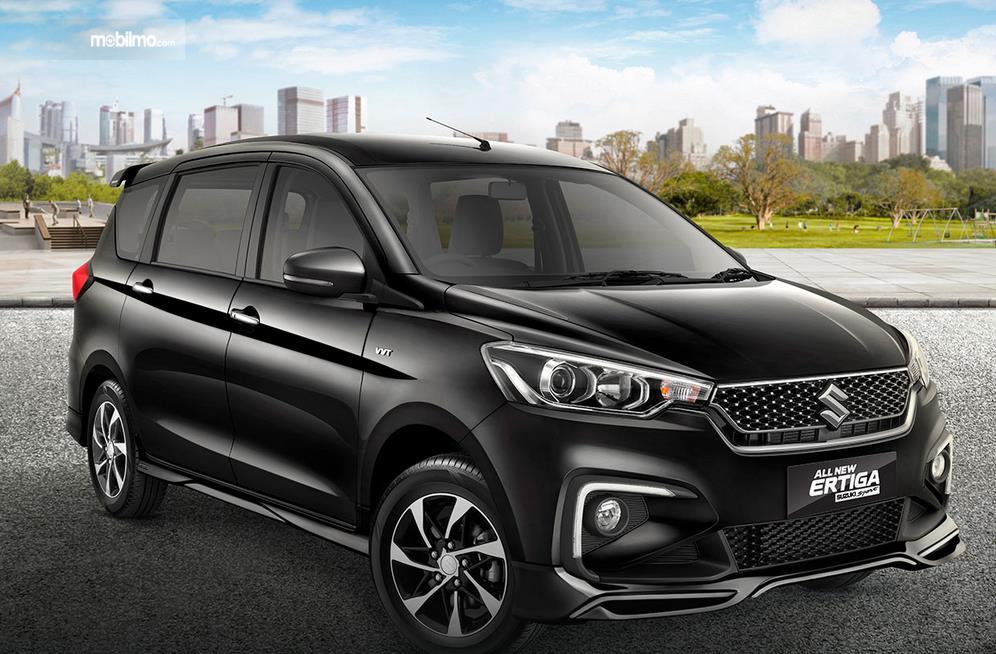 Gambar ini menunjukkan mobil All New Suzuki Ertiga warna hitam tampak depan