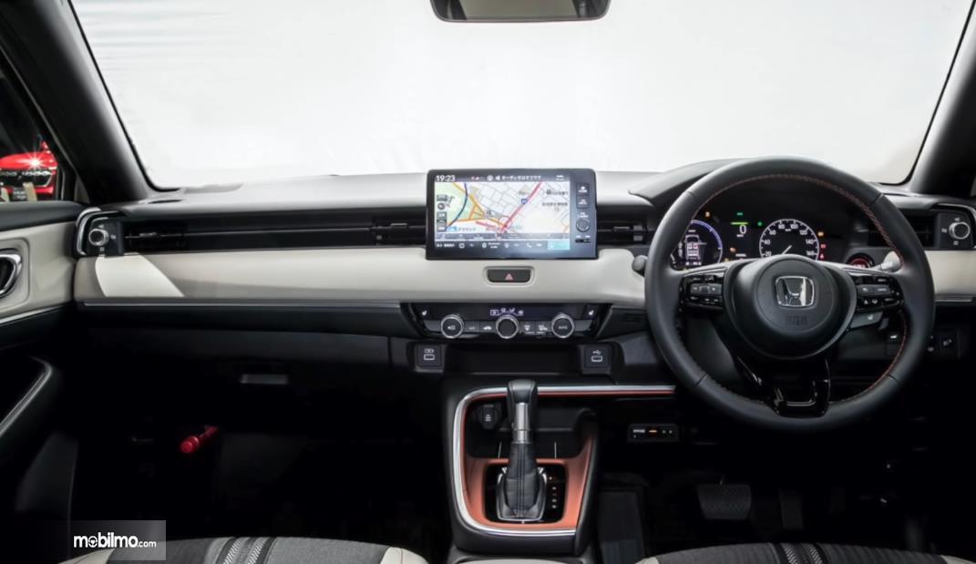 Gambar ini menunjukkan interior mobil Honda All New Vezel