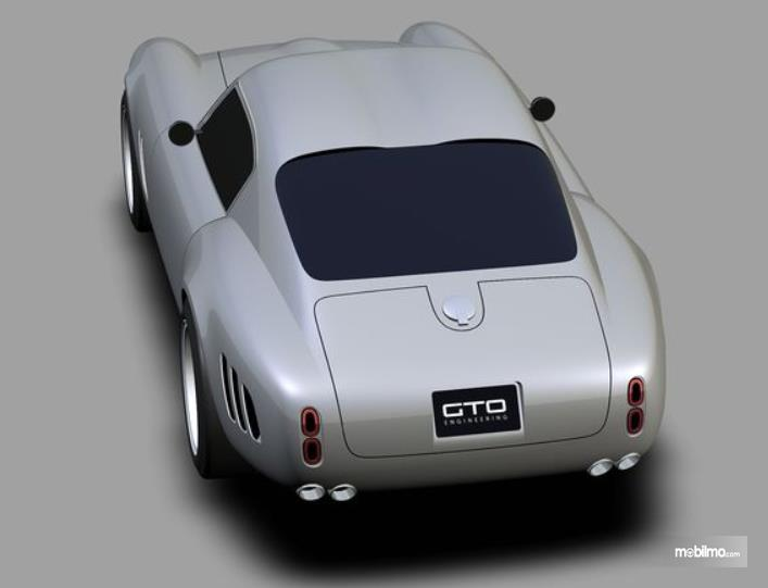 Gambar ini menunjukkan replika mobil Mobil Ferrari 250 GTO Moderna sisi belakang