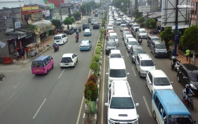 gambar ini menunjukkan ilustrasi lalu lintas di Banten