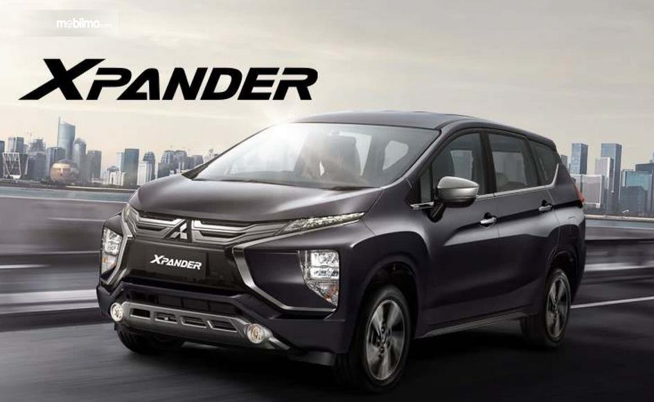 Gambar ini menunjukkan mobil Mitsubishi Xpander tampak depan