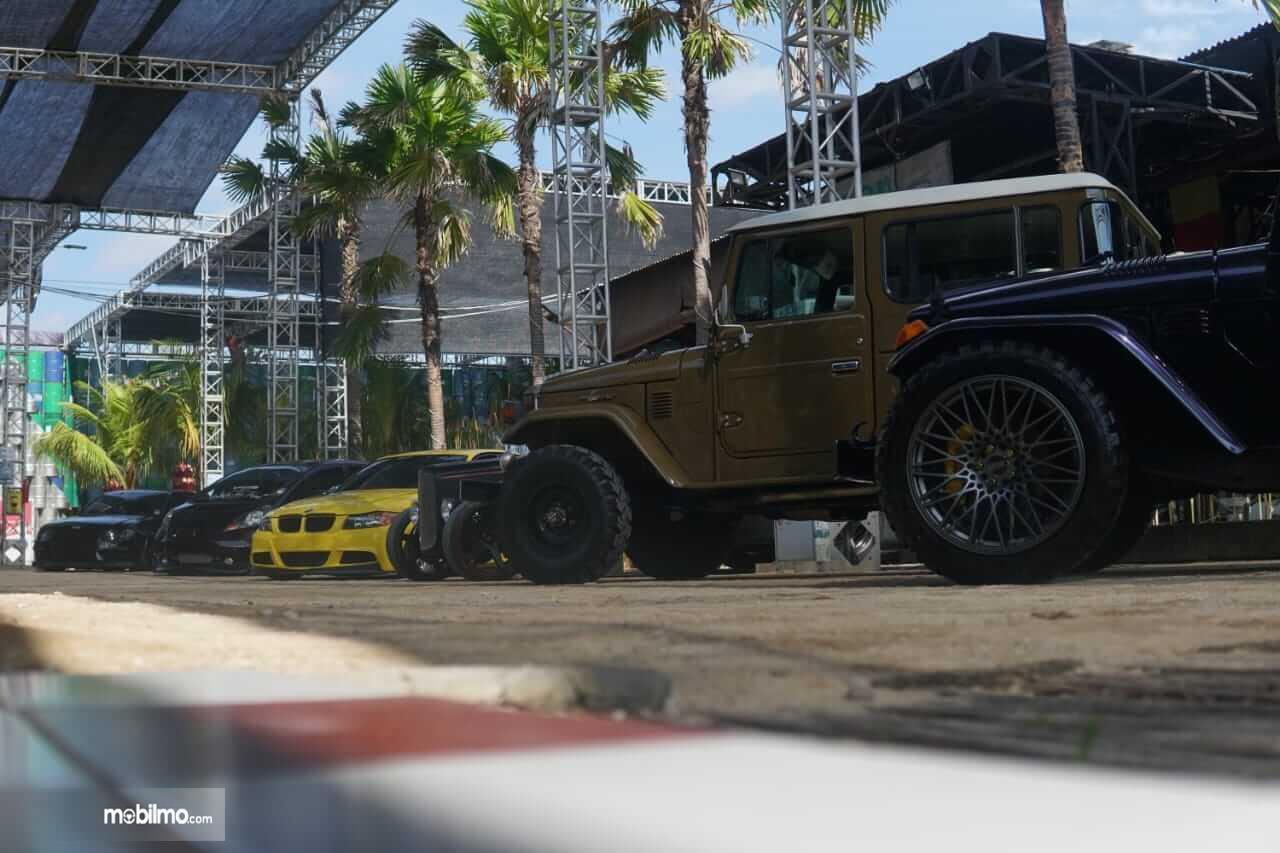 Gambar ini menunjukkan beberapa mobil dalam acara Road to IMX 2021 Series : Virtual Stage Bali