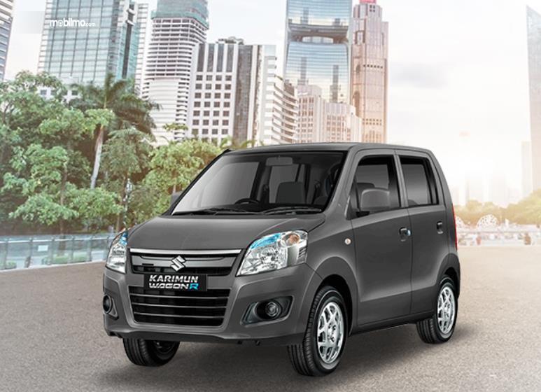 Gambar ini menunjukkan mobil Suzuki karimun Wagon R tampak depan