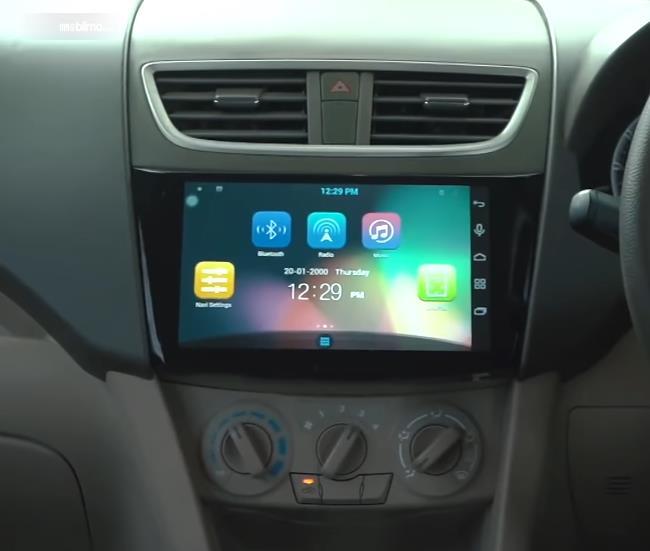 Gambar ini menunjukkan head unit mobil Suzuki Ertiga Dreza 2016