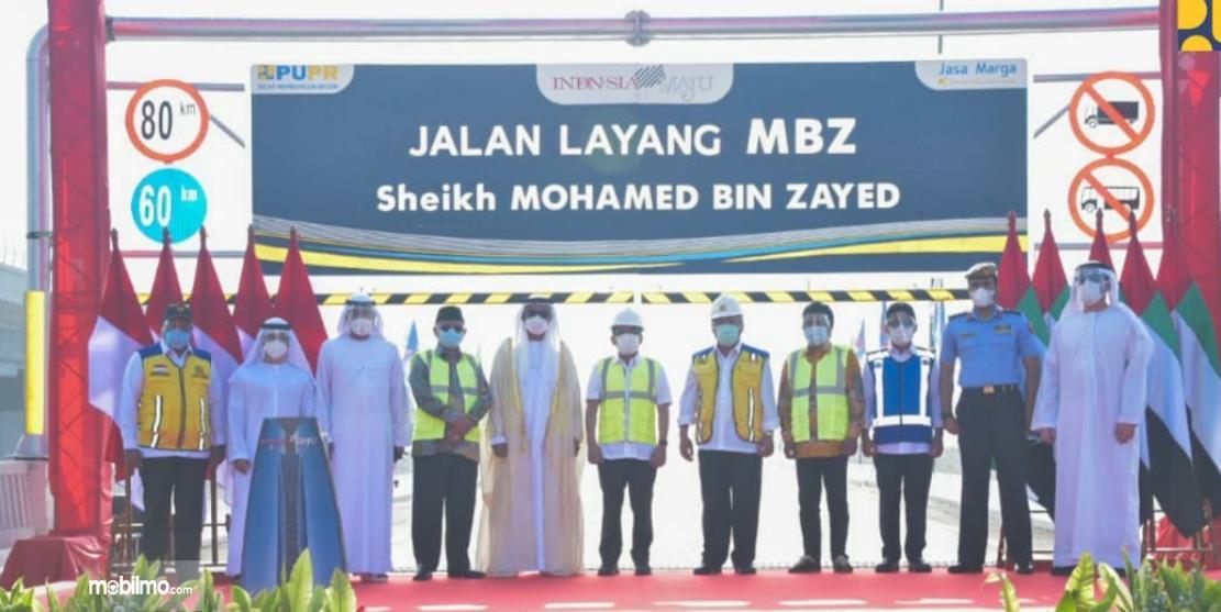 Gambar ini menunjukkan peresmian nama baru Jalan Layang MBZ