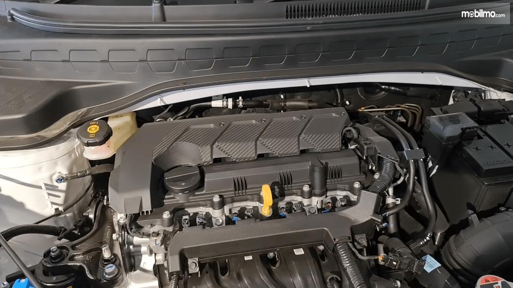 Gambar ini menunjukkan mesin Mobil KIA Sonet Smart 7 Seater 2021