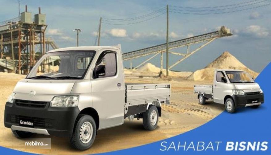 Gambar ini menunjukkan mobil Daihatsu Gran Max