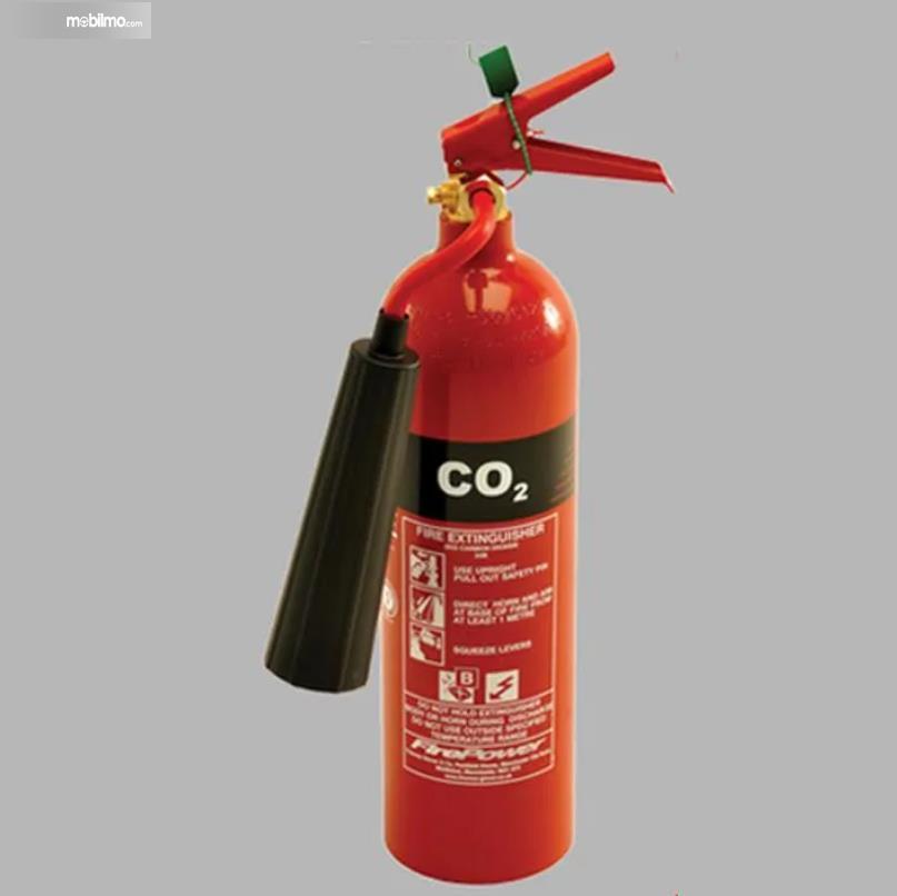 Gambar ini menunjukkan APAR jenis CO2