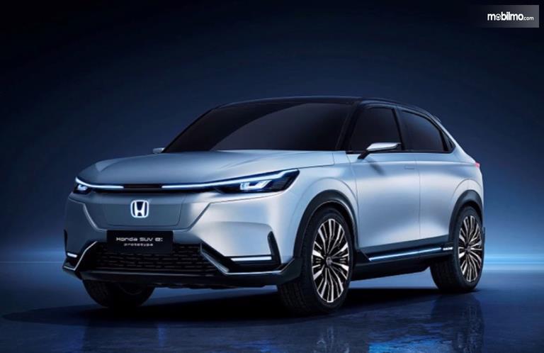 Gambar ini menunjukkan mobil SUV listrik Honda tampak depan
