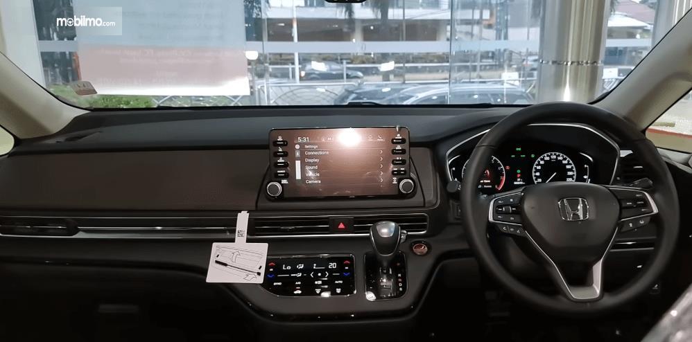 Gambar ini menunjukkan head unit Honda Odyssey Facelift 2021
