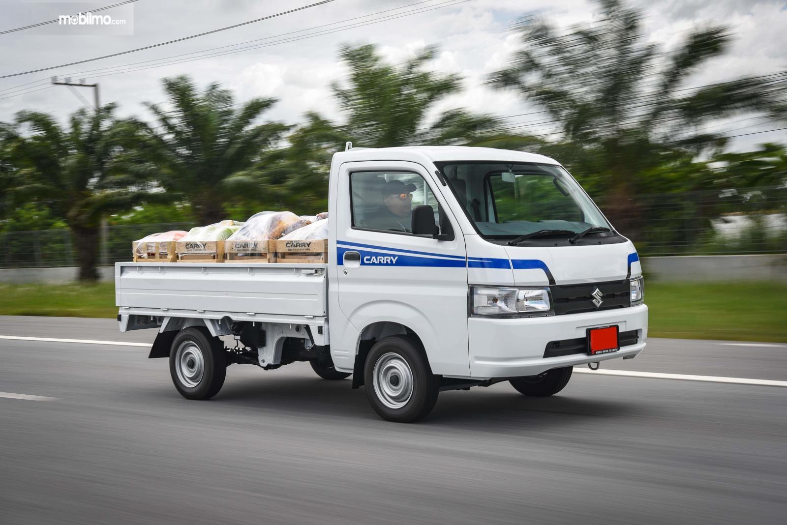 Foto Suzuki Carry PU tampak samping depan