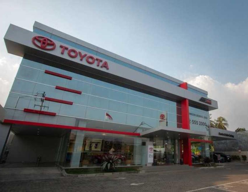 Gambar ini menunjukkan bengkel Toyota Auto2000