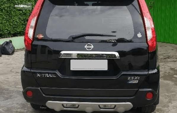 Gambar ini menunjukkan bagian belakang Nissan X-Trail XT Facelift 2013