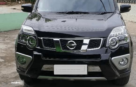 Gambar ini menunjukkan bagian depan Nissan X-Trail XT Facelift 2013