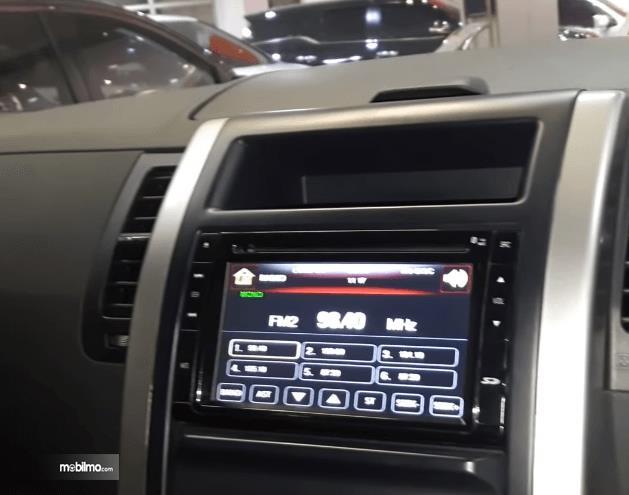Gambar ini menunjukkan head unit Nissan X-Trail XT Facelift 2013