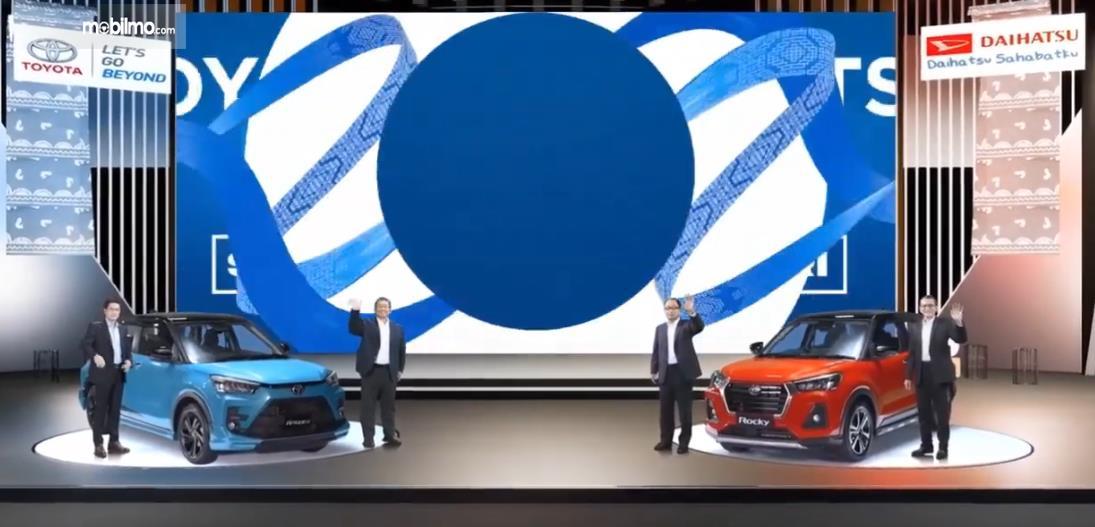 Gambar ini menunjukkan penampilan Daihatsu Rocky dan Toyota Raize