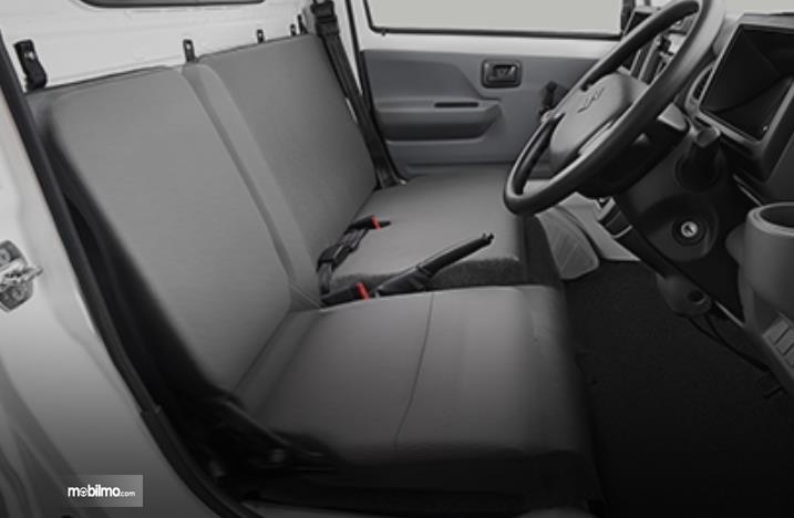 Gambar ini menunjukkan jok Mobil Suzuki Carry Pick Up facelift 2021