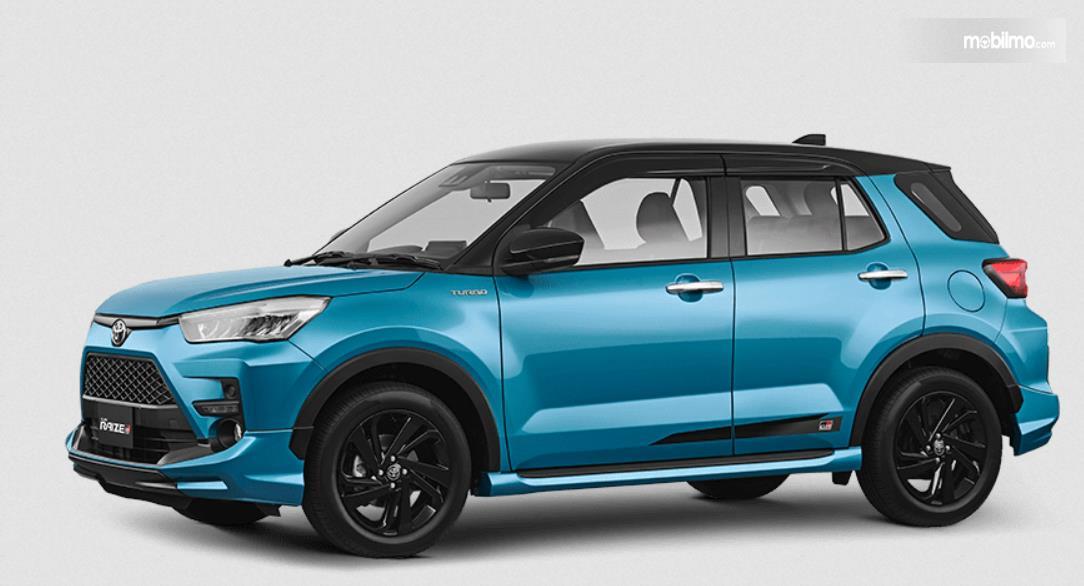 Gambar ini menunjukkan mobil Toyota Raize 2021