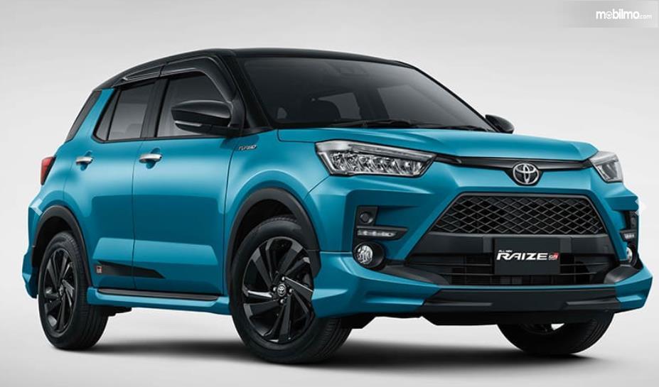 Gambar ini menunjukkan Toyota Raize 1.0T GR Sport 2021