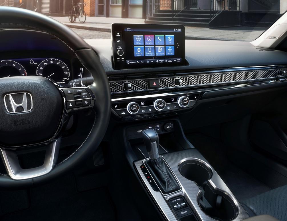 Gambar ini menunjukkan interior Mobil All New Civic Sedan Generasi Ke-11