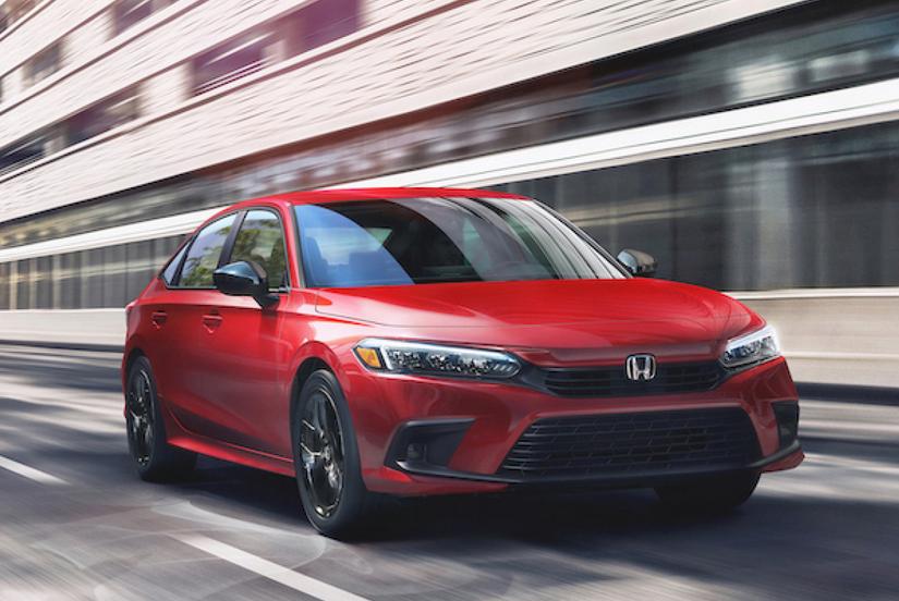 Gambar ini menunjukkan Mobil All New Civic Sedan Generasi Ke-11 warna merah