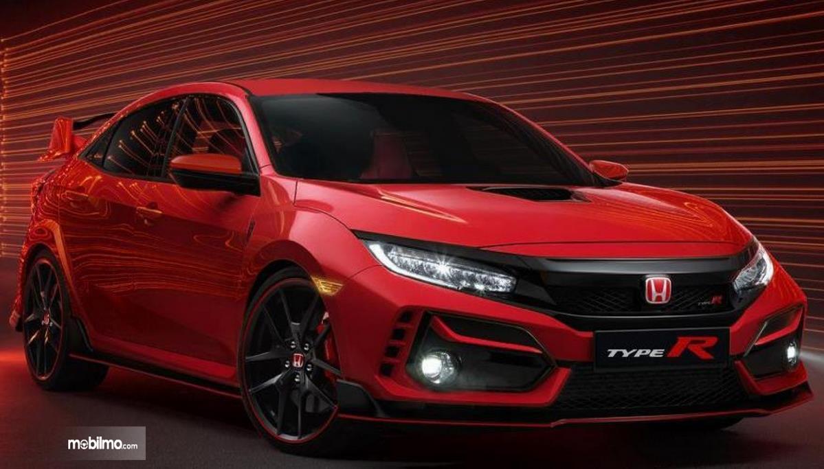 Gambar ini menunjukkan bagian depan mobil New Honda Civic Type R 2021