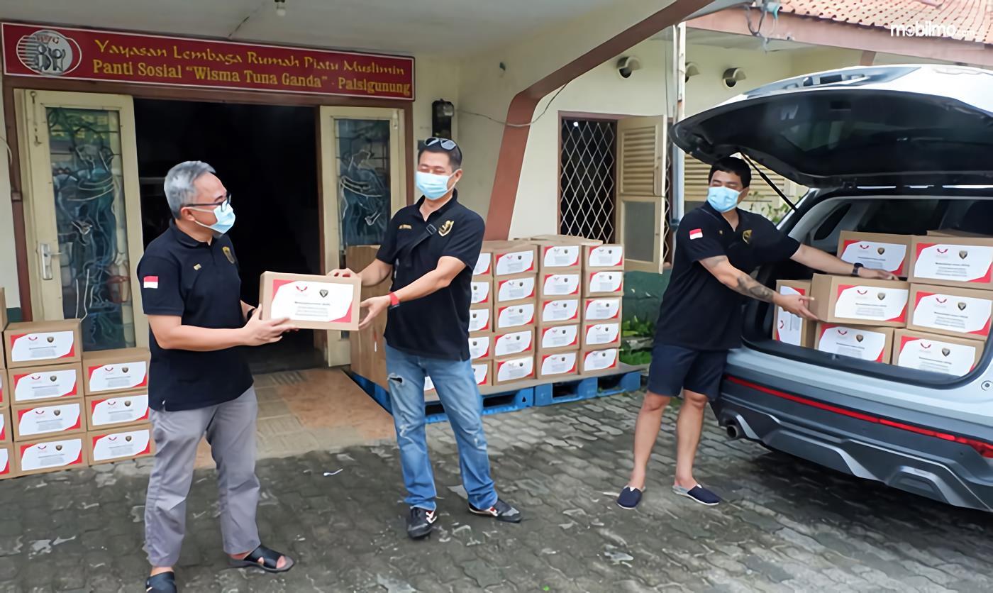 Foto penyerahan Donasi 100 Paket Sembako dari WALI untuk Wisma Tuna Ganda Palsigunung Jakarta Timur