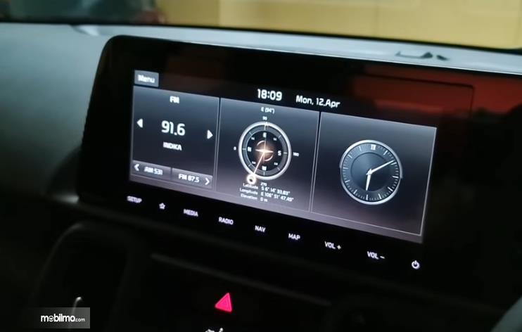 Gambar ini menunjukkan head unit KIA Sonet Premiere 7 Seater 2021