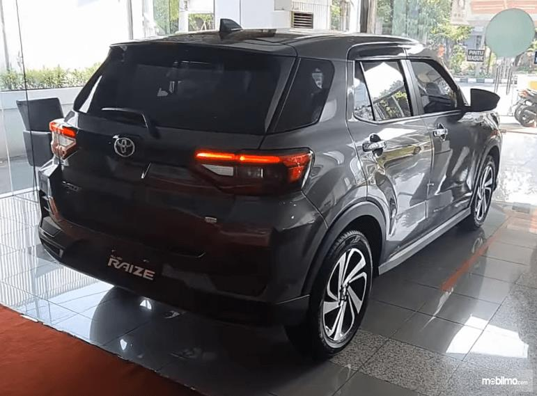 Gambar ini menunjukkan bagian belakang Toyota Raize G 1.0T M/T One Tone 2021