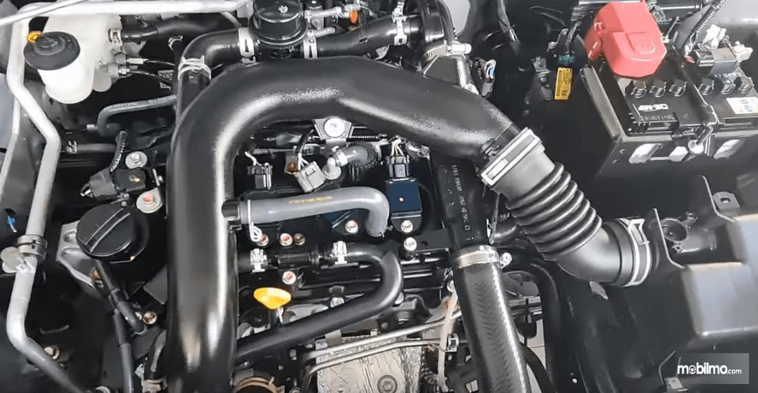 Gambar ini menunjukkan mesin Toyota Raize G 1.0T M/T One Tone 2021