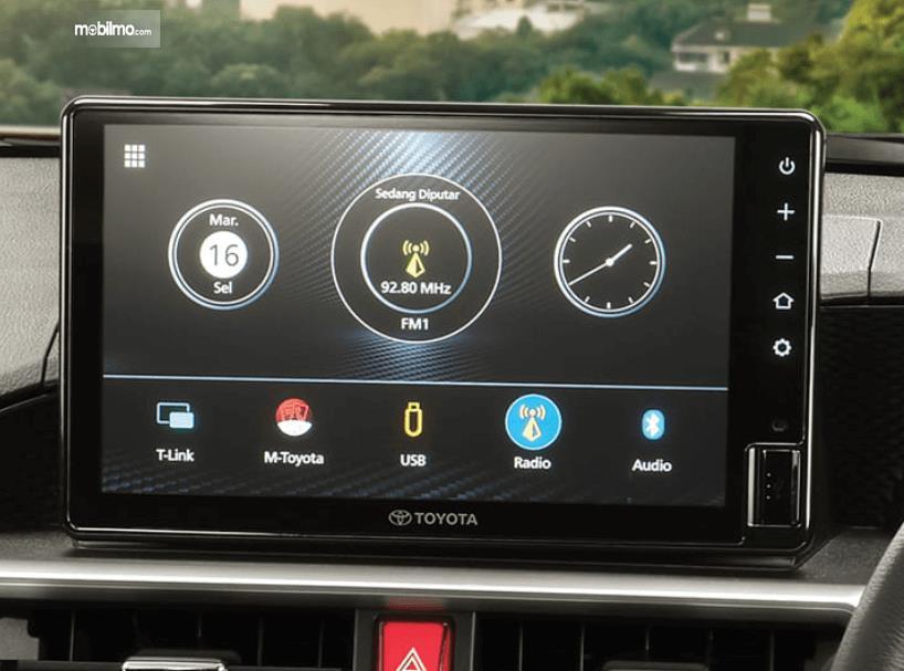 Gambar ini menunjukkan head unit Toyota Raize G 1.0T M/T One Tone 2021