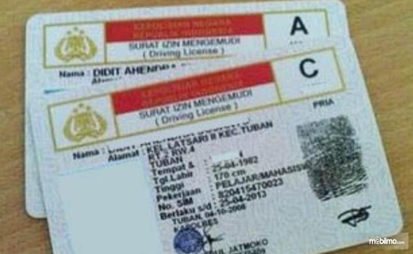 Gambar ini menunjukkan SIM A dan SIM C