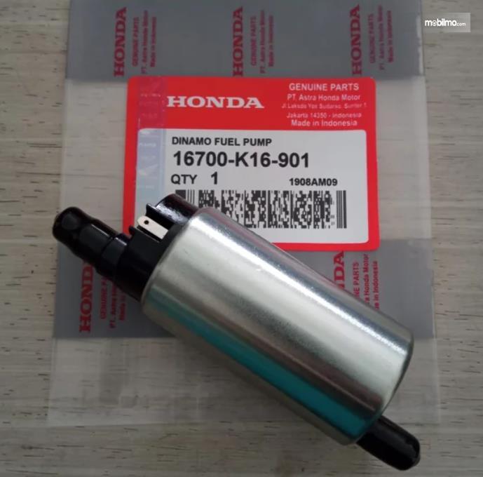 Gambar ini menunjukkan fuel pump untuk mobil Honda