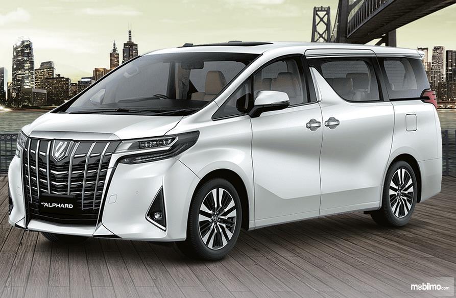 Gambar ini menunjukkan mobil Toyota New Alphard baru