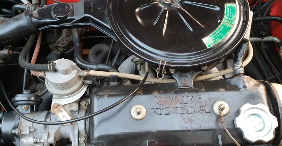 gambar ini menunjukkan mesin mobil Honda Civic Wonder 1984 Sedan