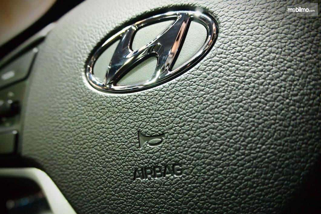 gambar ini menunjukkan Airbag pada kemudi mobil Hyundai