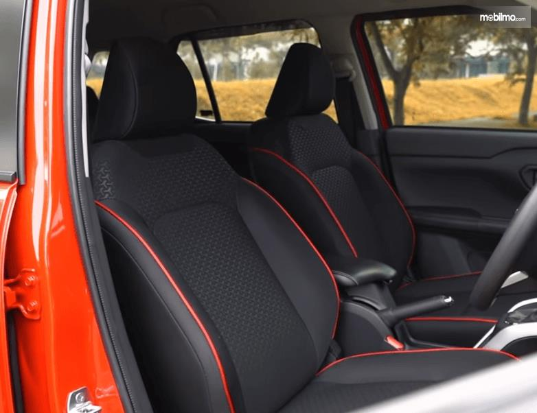 Gambar ini menunjukkan jok mobil Daihatsu Rocky 1.0 R TC ADS 2021