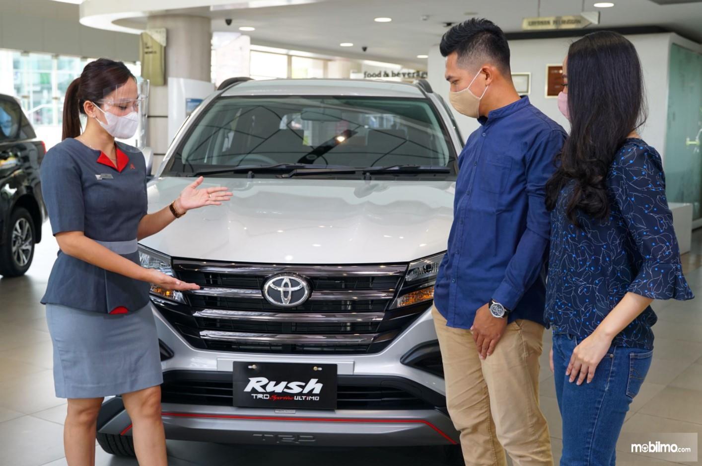 Foto Toyota Rush tampak depan
