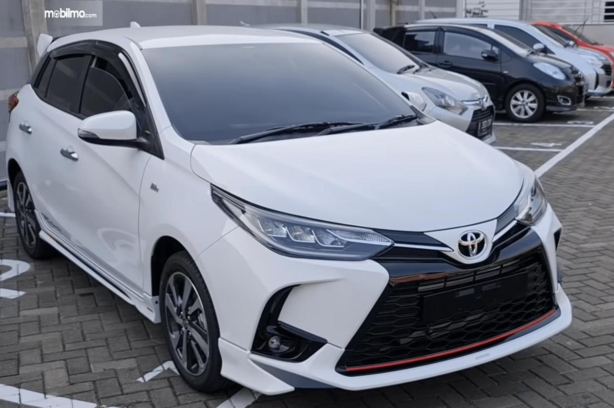Gambar ini menunjukkan bagian depan Toyota Yaris TRD Sportivo CVT 2020