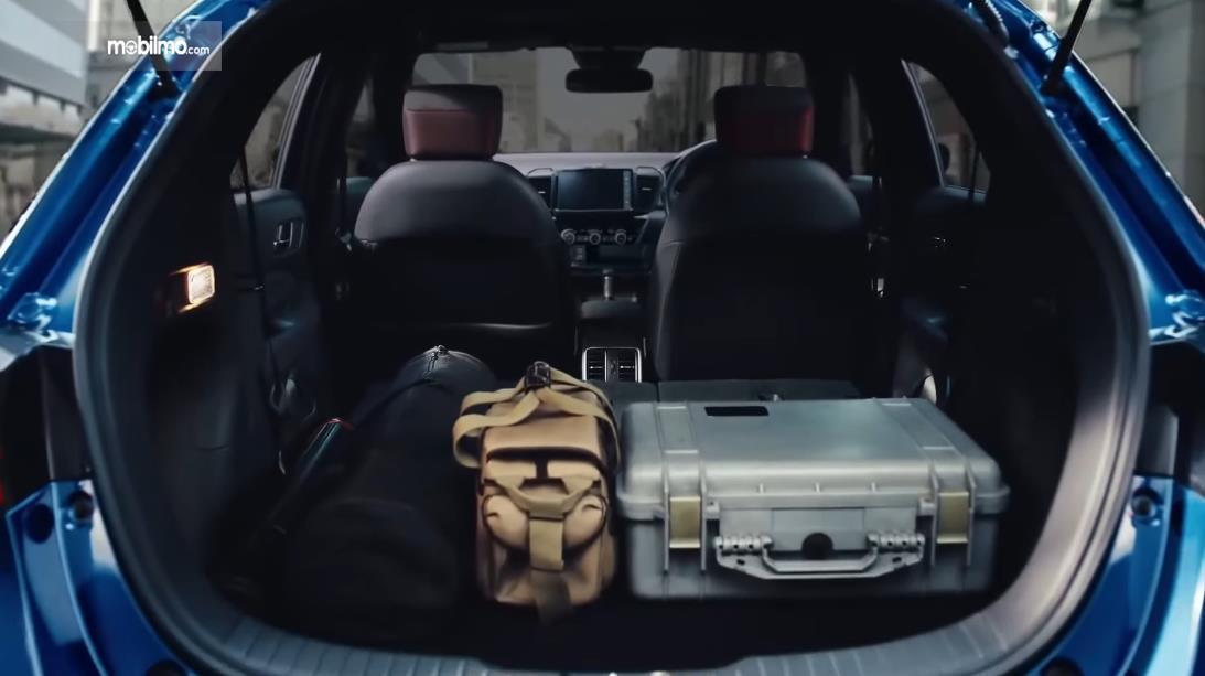 Gambar ini menunjukkan interior Honda City Hatchback e:HEV