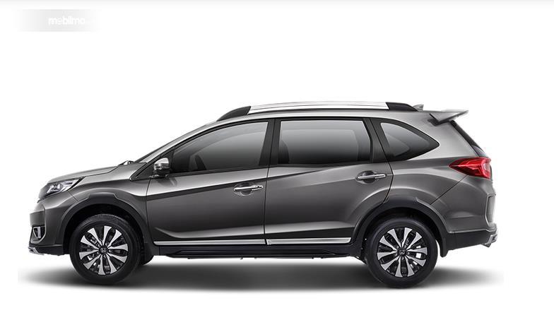 Gambar ini menunjukkan Mobil Honda BR-V tampak samping
