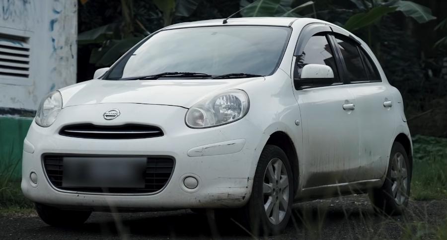 Gambar ini menunjukkan mobil Nissan March yang dibeli Arief Muhammad