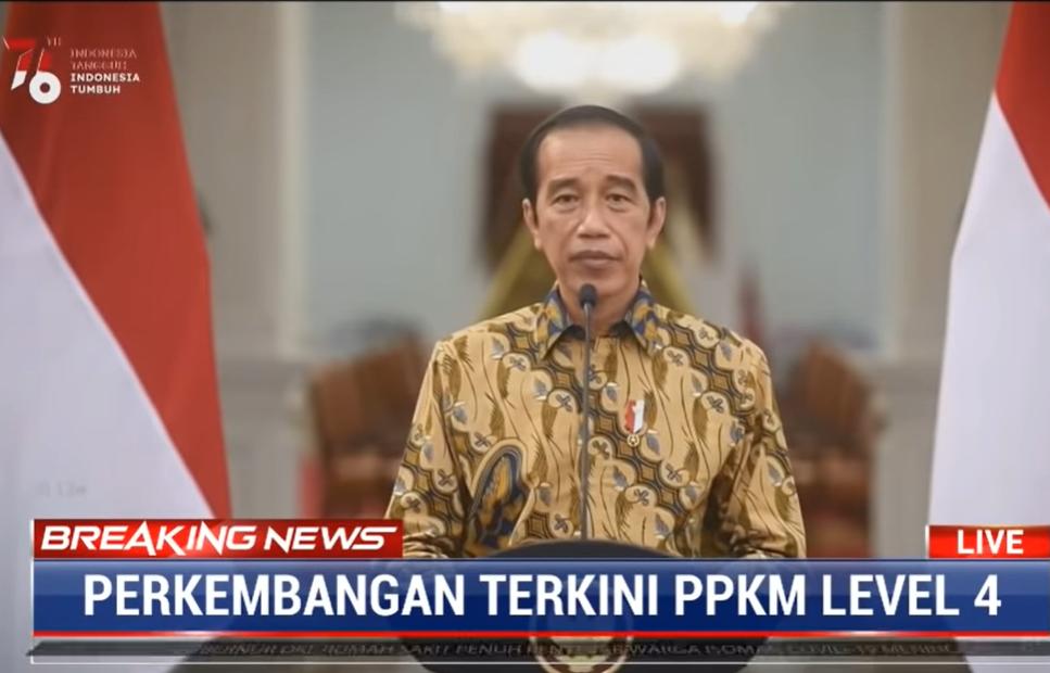 Gambar ini menunjukkan bapak Presiden Joko Widodo mengumumkan perpanjangan PPKM Level 4