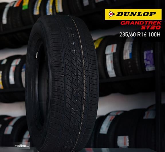 Gambar sebuah ban mobil dari merek ban mobil Dunlop di Indonesia