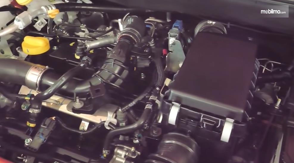 Gambar ini menunjukkan mesin mobil Nissan Magnite Upper MT 2021