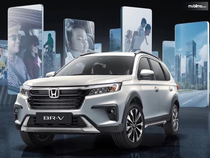 Gambar ini menunjukkan tampilan depan Honda BR-V terbaru generasi kedua