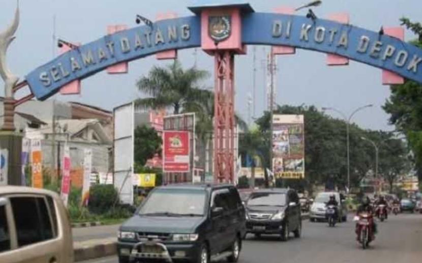 Gambar ini menunjukkan gerbang masuk kota Depok