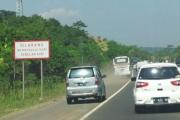 Ingat! Jangan Banting Setir Ke Kanan Saat Mobil Keluar Badan jalan Beresiko Terbalik