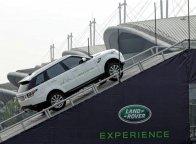 Jaguar Land Rover Ajak Konsumen Rasakan Sensasi Berkendara Penuh Tantangan